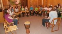 Studenti hudebního umění II.A, 1.A a 2.C dostali skvělou příležitost a mohli si pod vedením hudebníka Karla Cvrka vyzkoušet, jak zní pravé africké bubny. Naučili se typické africké rytmy iafrickou […]