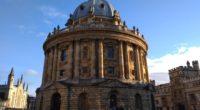 Oxford, historické město vjižní části Anglie, město se 150 tisíci obyvateli, 30 tisíci studenty dvou univerzit, město, kam prý míří sedm milionů turistů každý rok, město, kde my, milovníci příběhů […]