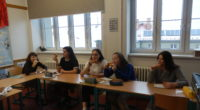 ….proběhl v rámci výuky slovní zásoby jídla a potravin. Studenti francouzštiny ze 2.C dostali za úkol připravit a prezentovat vybraný pokrm z francouzské kuchyně. A že se jim jejich výrobky […]