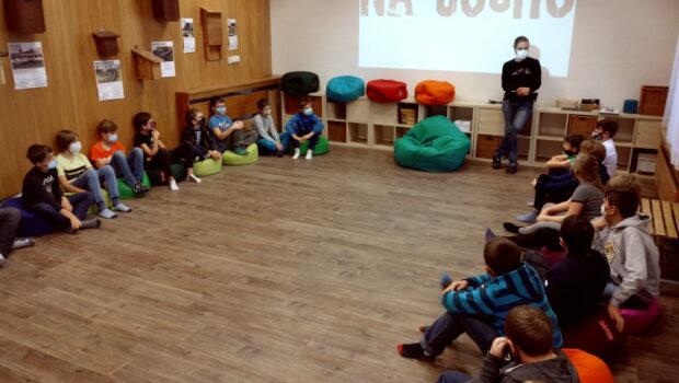 """""""Na suchu"""" je název ekologického výukového programu, kterého se zúčastnili žáci G1. Společně s Adamem Trčkou z ekologického střediska Vily Doris se bavili o možnostech, jak zadržet vodu v krajině, […]"""